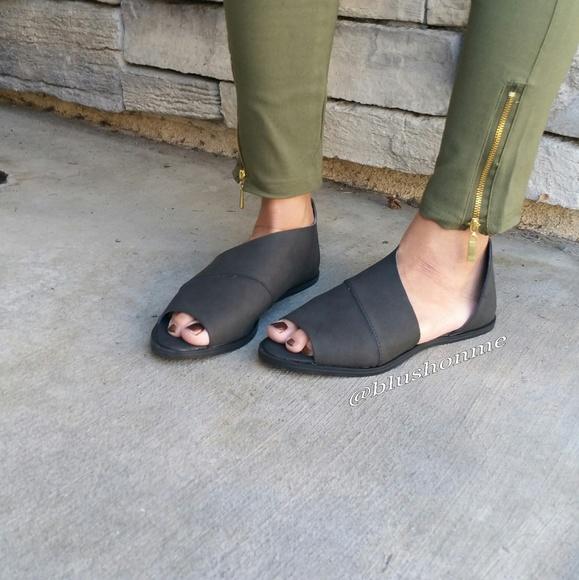 Shoes - Peep Toe Side Cut Flats